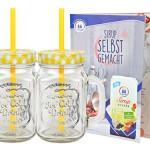 2er Set Glasbecher mit Deckel und Trinkhalm inkl. Rezeptheft - gelb kariert - 0,5 Liter Trinkbecher / Trinkglas mit Relief - für Säfte, Smoothies und andere Erfrischungsgetränke